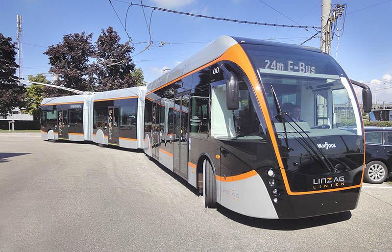 24-meter IMC double-articulated bus at Busworld fair