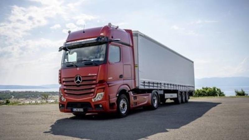 Mercedes-Benz reveals new flagshipActros